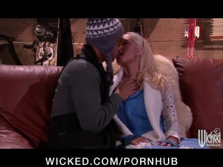 Horny big-tit blonde Pornstar Kagney Lynn Karter fucks hard-dick