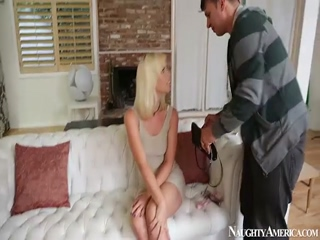 Tara Lynn Foxx Gets Fucked On Naughty America