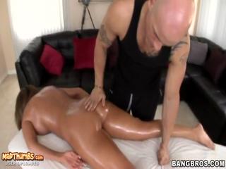 Richelle Ryan Full Body Massage