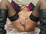 Silky Thighs MILF Lou fingers her milf pussy