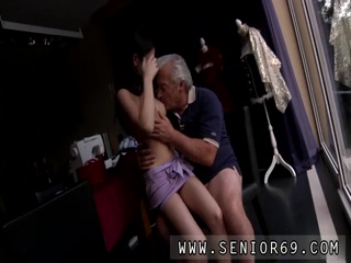 Teen boy girl fuck girl Horny senior Bruce catches sight of a cute chick