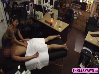 Asian masseur tricks on giving bj