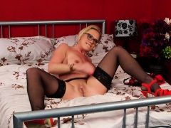Uk Cocksucking Milf Gets Doggystyle Fucked