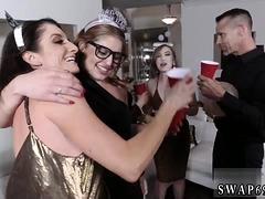 Mom Calls Associate' Patron's Daughters New Year New Swap