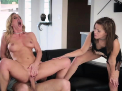 Mature Milf Fucks Teen Girl And Amateur Pussy Stretch The