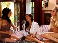 Threesome Lesbians Scissor Fucking After Oral