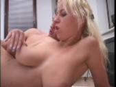 Blonde hottie pisses outside 5/5